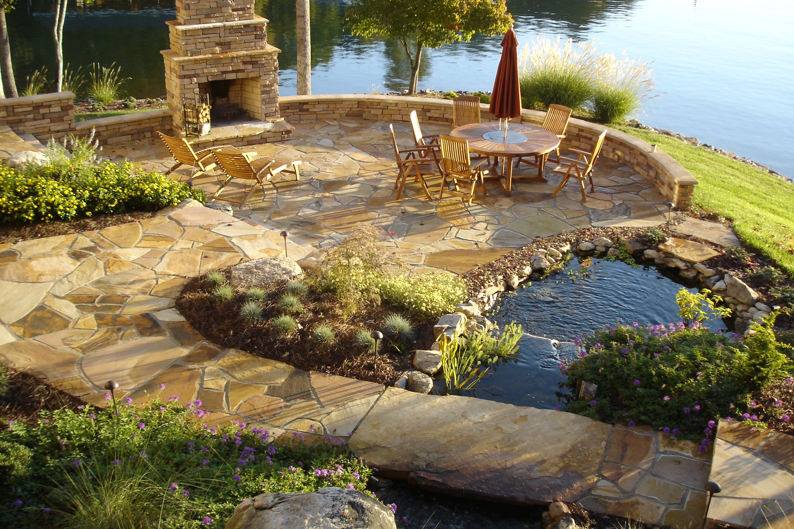 Delicieux Mountain Boulder Water Feature U2013 Cherokee Flagstone Patio With Outdoor  Fireplace